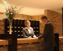 Secrétaire dans un hôtel